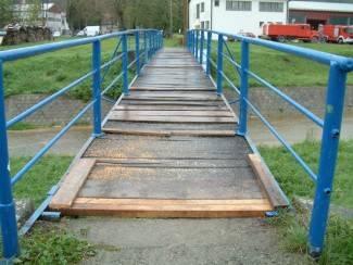Privremeno rješenje: Zakrpane rupe na pješačkom mostu