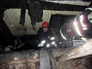 Zapalio se dimnjak na kući, vatra zahvatila krovište (foto)