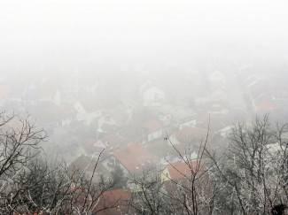 Pogled sa Sokolovca: Grad se sakrio u magli