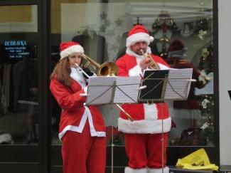 Glazbenici napravili božićni ugođaj u pješačkoj zoni