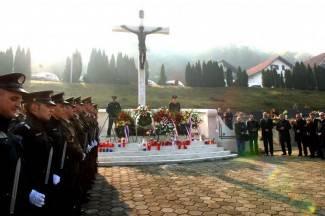 Zapaljene svijeće za žrtve rata (foto)
