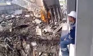 Ovako ruski zidari pale cigaretu (video)