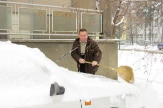 Požežanima čišćenje snijega dođe kao tjelovježba i zabava (foto)