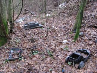 Smeće uz cestu Lipik - Novska: Baca se plastični, kućni i građevinski otpad