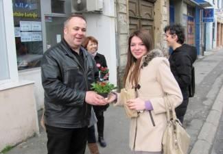SDP-ovci dijelili cvijeće sugrađankama