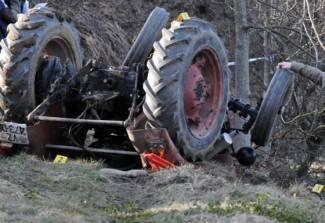 Prikolica se odvojila od traktora i ozlijedila dvije žene