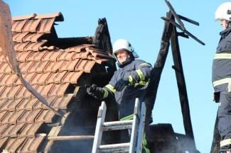 Zapalio se stari štagalj sa sijenom; vatrogasci ugasili požar u Grabarju