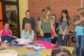 Učenici iz Kaptola darovali svoju odjeću mališanima iz Kenije