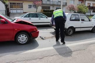 Skrivili prometne prekršaje vozeći Audi, Corsu i traktor bez vozačke dozvole