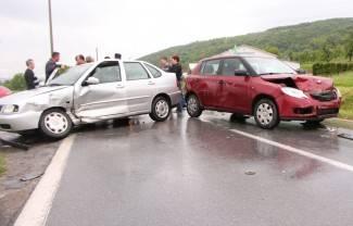U sudaru dvaju automobila ozlijeđene dvije osobe (foto)