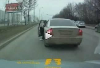 Iz prekršaja u prekršaj: Tko je njemu dao vozačku dozvolu? (video)