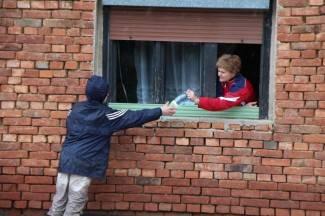 Pleternica: Vojska i volonteri raznose hranu i vodu