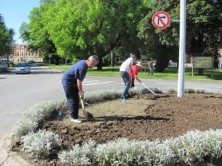 Nema javnih radova; grad uređivali radnici gradske uprave i tvrtki