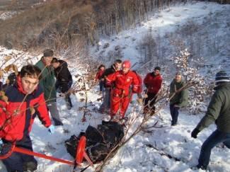 Pakrac: Izvlačenje preminulog planinara na Psunju