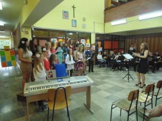 Prvi zajednički koncert školskog zbora i tamburaškog orkestra