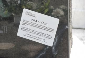 Naljepnice na grobovima razljutile građane, ali ispunjavaju svrhu