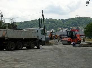 Počelo asfaltiranje parkirališta kod kuglane