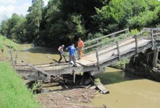 Započeto uklanjanje drvenog mosta prema lipičkim vinogradima
