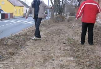 Pješaci u Osječkoj jedva izbjegavaju blato i riskiraju živote