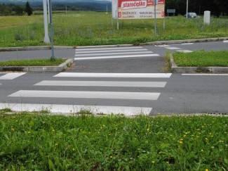 Koja logika: Pješački prijelaz koji spaja dvije zelene površine