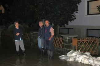 U Mihaljevcima se voda prelila preko ceste i ušla u podrume