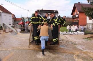 Vladina pomoć poplavljenima je 17 puta manja od pretrpljene štete