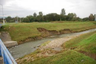 Posljedice nedavne poplave: Teško oštećen nasip uz Pakru