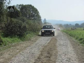 Sve popularniji makadamski put uz prugu