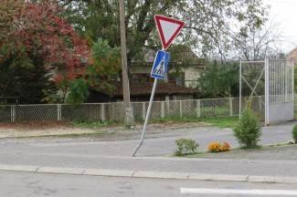 ¨Pijani¨ prometni znakovi u nizu - kad će se otrijezniti?