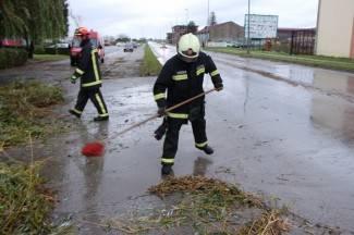 Vatrogasci popravljali krovove, čistili kanalizaciju i ispumpavali bunar