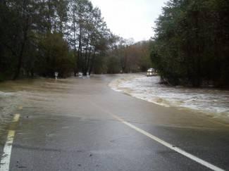 Poplavljene ceste Požega - Pakrac i Kamenska - Voćin