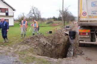 Oštećen vodovod: Dio Pleternice, Resnik, Svilna i Buk ostaju bez vode (foto)