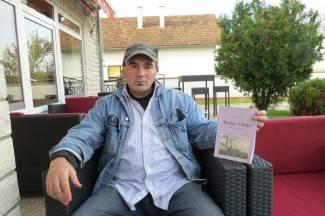 Stipo piše poeziju i romane: ¨Tisuće ljudi će se naći u mojim pjesmama¨