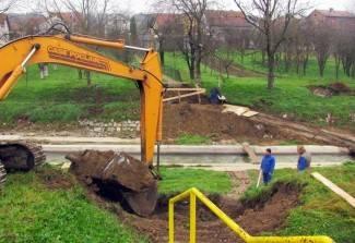 Gradi se novi pješački most na Pakri, bit će u funkciji za 3 tjedna