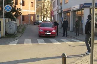 Zalutao u pogrešnom smjeru: Stariji vozač iz Osijeka blokirao promet u centru Požege