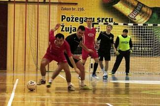 Uzbudljivo polufinale u Grabriku: U finale ušli Novogradiščani i Pleterničani