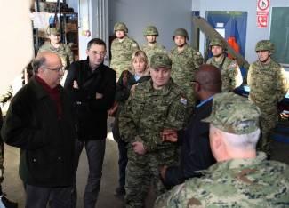 Američki veleposlanik posjetio požešku vojarnu i provozao se po Glavici