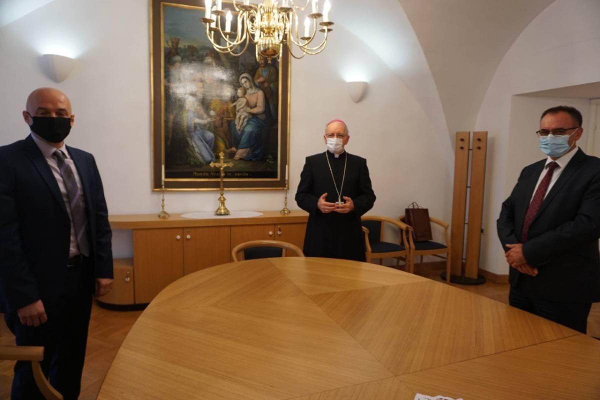 Biskup Škvorčević primio požeškog gradonačelnika i župana