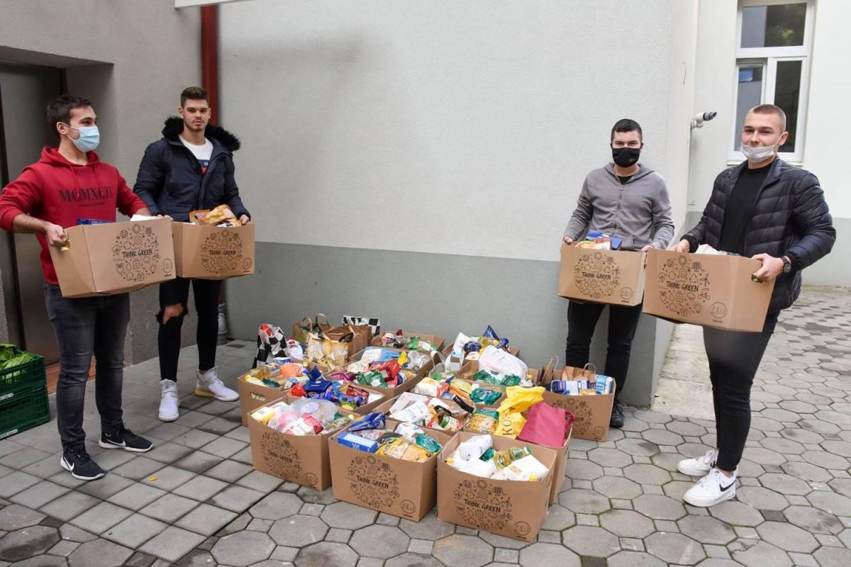Učenici Katoličke gimnazije u Požegi darivali potrebite