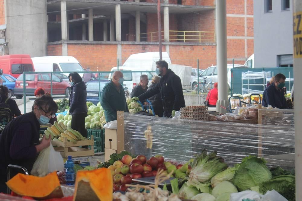 Jesen na brodskoj tržnici za vrijeme koronavirusa