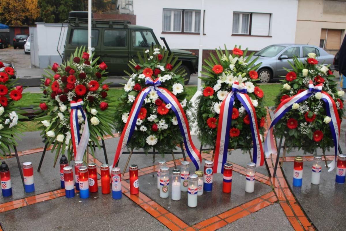 Po prvi puta obilježava se Dan sjećanja na žrtve Domovinskog rata i Dan sjećanja na žrtvu Vukovara i Škabrnje 18. studenog kao državni praznik