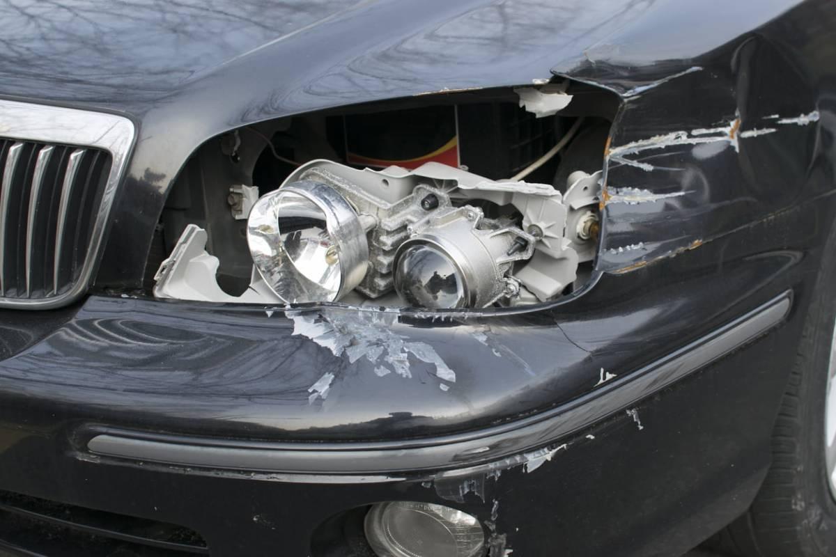 23-godišnja vozačica udarila vozilom o betonski zid