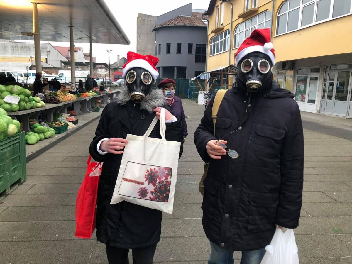 DVOJE BROĐANA PRIVUKLO PAŽNJU: Pogledajte kako su došli na tržnicu