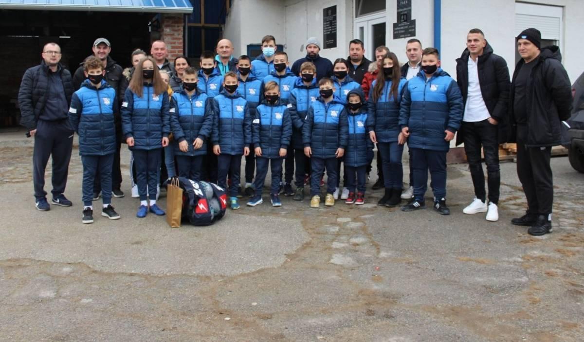 Grupa Estrada i Tomislav Valentić nagradili polaznike Škole nogometa Batrina