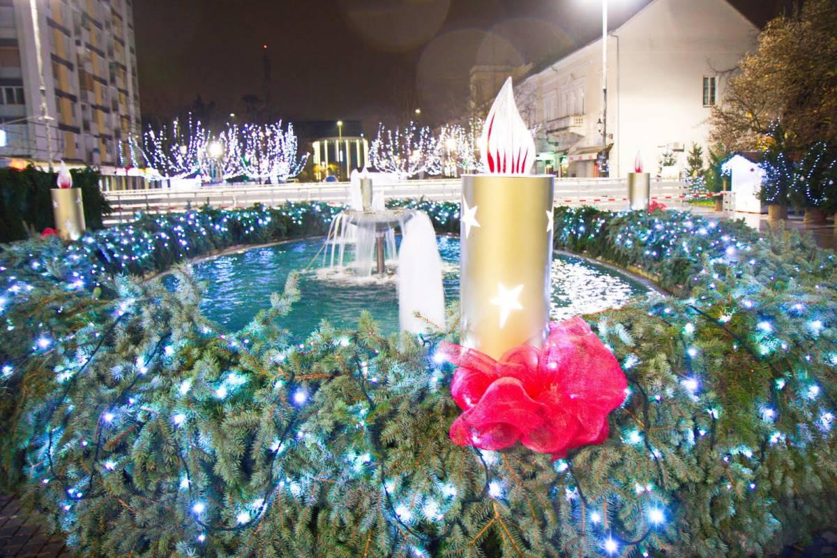 Zapaljena prva adventska svijeća - početak Adventa iz davnina u Slavonskom Brodu