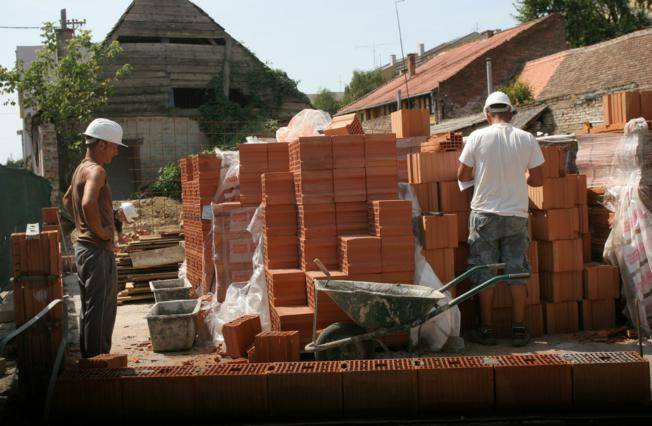 Slavonska poduzeća radije žele vratiti domaće radnike