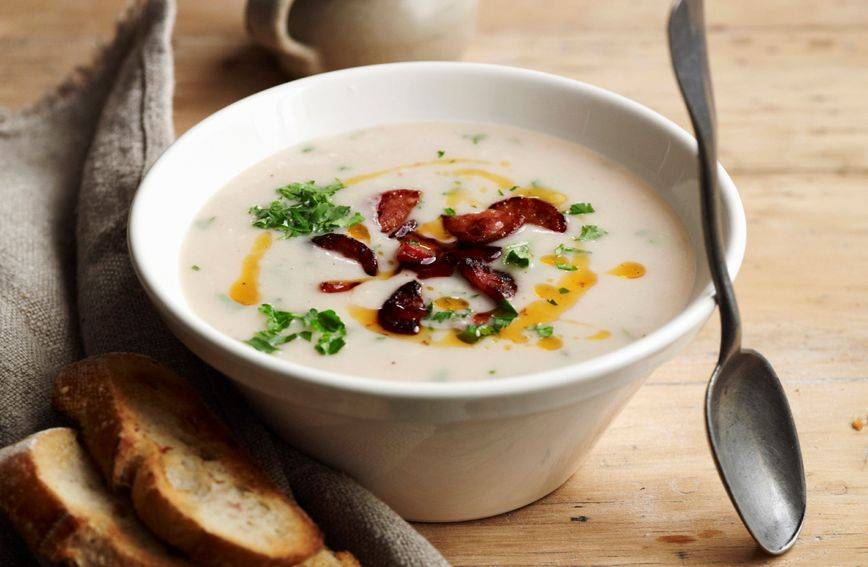 Kremasta juha od graha koja uz nekoliko dodataka može zamijeniti kompletan ručak