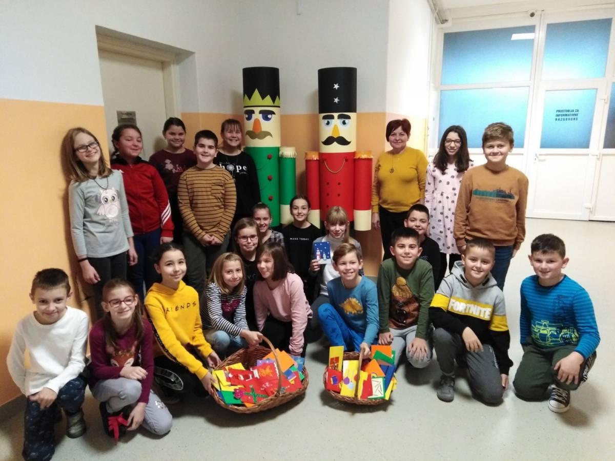 Učenici 4. razreda izradili čestitke za štićenike Doma za starije i nemoćne Velika