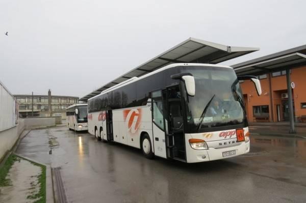 Prevrnuo se autobus APP-a Požega na A1 u smjeru Zagreba, policija kaže da ima ozlijeđenih