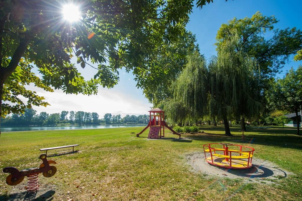 Ovo su lokacije na kojima su postavljene nove sprave na dječjim igralištima u Slavonskom Brodu